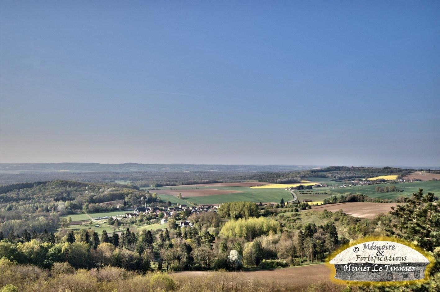 """Au 1er plan le """"nouveau Craonne"""" et au fond le village de Craonnelle"""