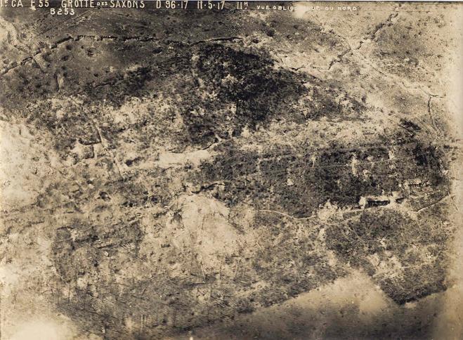 Une vue aérienne du secteur de la grotte des Saxons...L'état de bouleversement du terrain en dit long sur les bombardements...