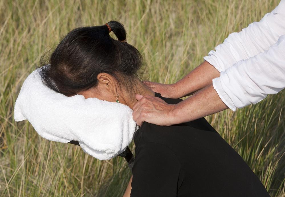 Massage assis & habillé apportant détente & énergie suivant les personnes.... 20mn de lâcher prise....